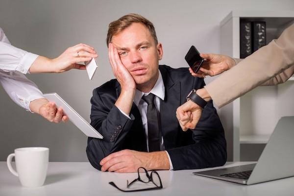 Les effets économiques et risques psychosociaux sur les lieux de travail