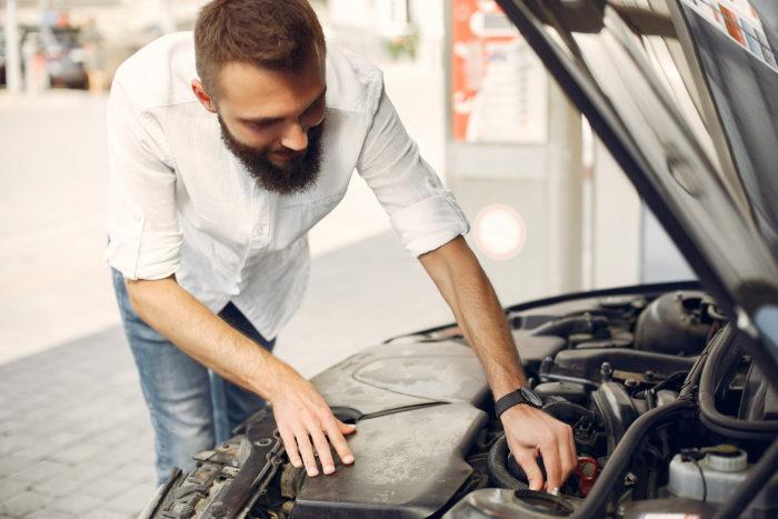 Réparer sa voiture : les avantages des pièces d'occasion
